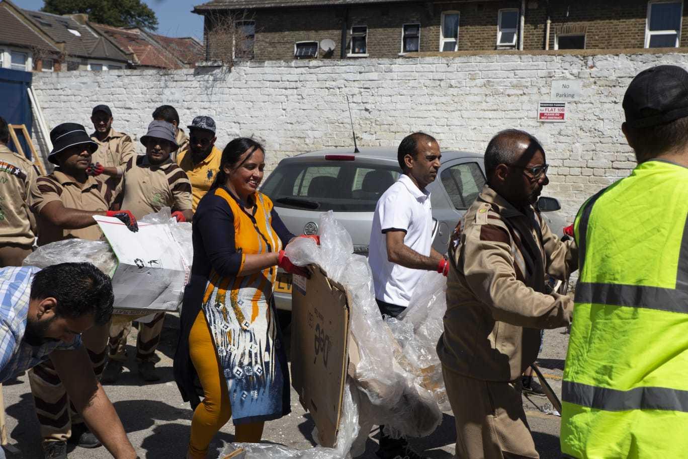 38th Cleanliness Drive by Dera Sacha Sauda Volunteers in London, UK