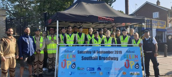 Sadh Sangat conducted a public cleanliness drive in the Blondin Park in Brentford, Northhold, UK